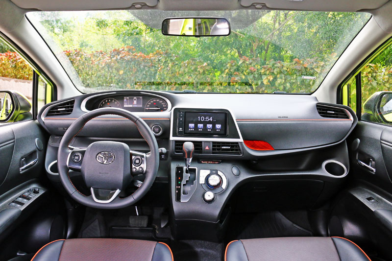 Sienta的內裝配色設計也十分活潑,而且整體質感可說是Toyota目前旗下國產車中最好的。