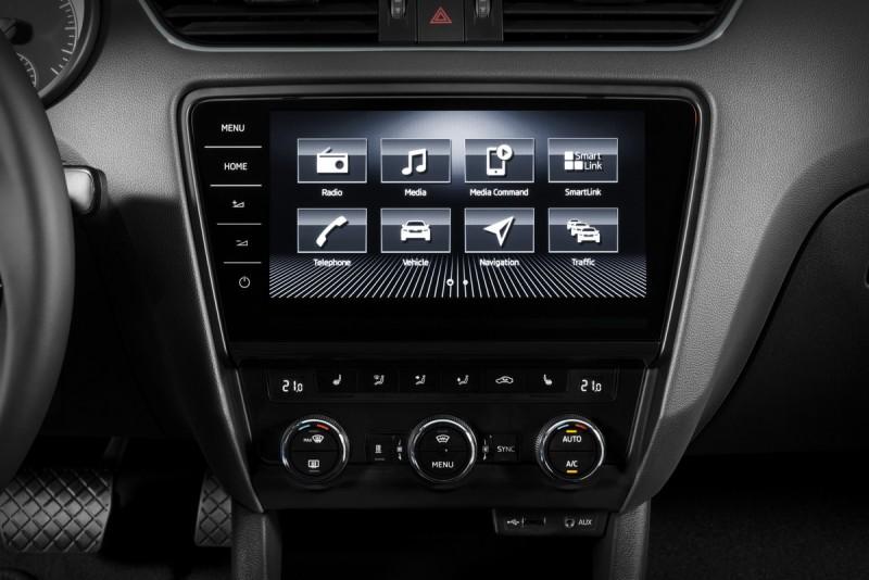 控台中央的多媒體顯示幕改採用全觸控形式