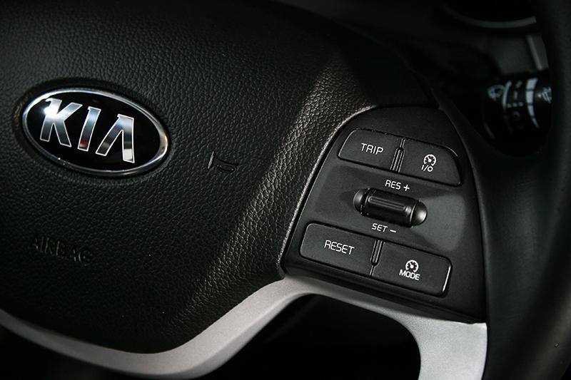 方向盤上的定速系統,長跑高速公路的車主一定知道它的好。