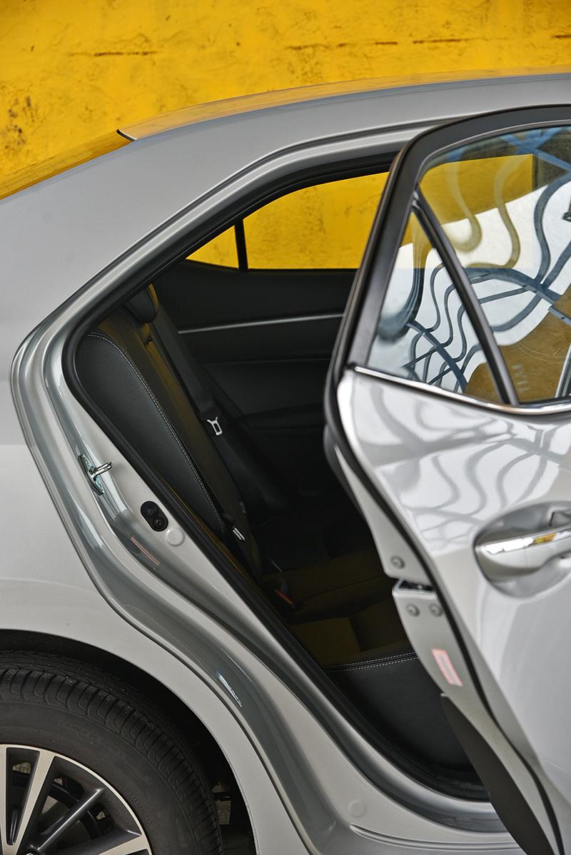 Altis受限於房車格局,出入或許是四車之中最為不便者,所幸離地高較低補回些許分數。