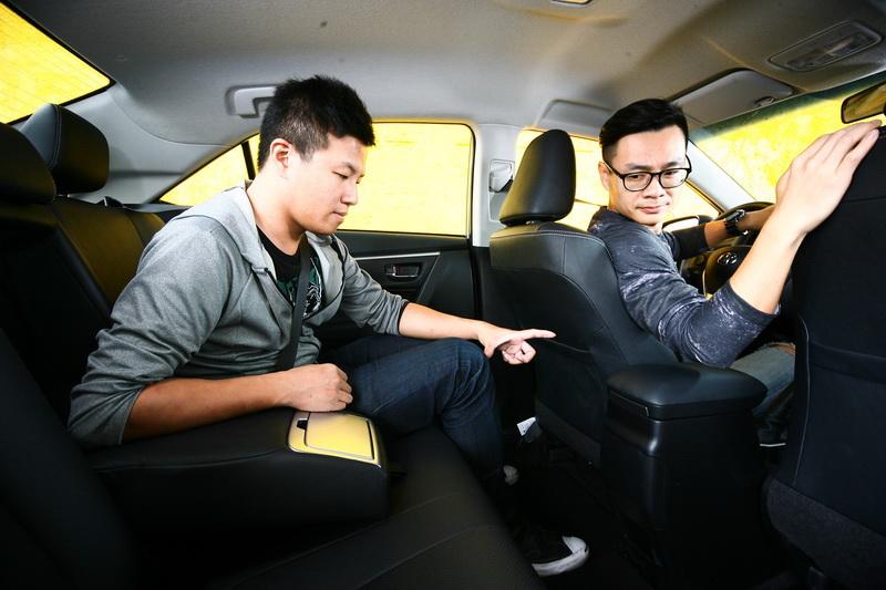 膝部空間與乘坐姿勢是Altis的強項,畢竟我們早已習慣房車的乘坐感受。