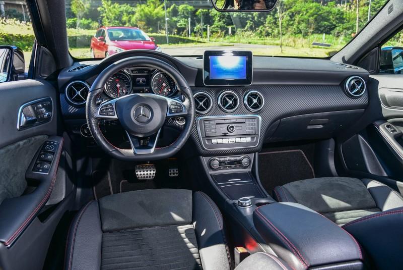 Mazda3旗艦型的MZD Connect人機智慧資訊整合系統與A180 AMG Line的Audio 20單片CD音響,皆在7吋彩色螢幕的平台上導入影音、車輛操控等介面。