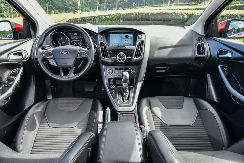 Focus EcoBoost 180五門汽油頂級運動型配置三款車型中最大的8吋LCD彩色觸控螢幕。