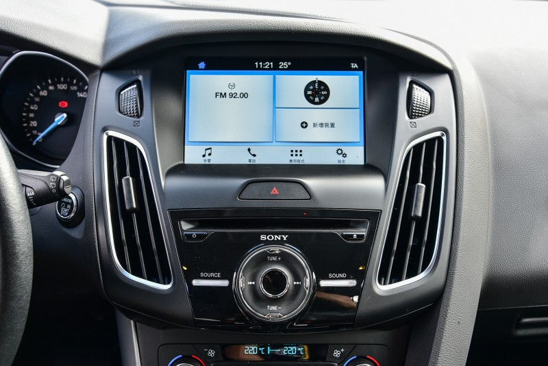 Focus EcoBoost 180五門汽油頂級運動型搭載的Sony音響系統配置9具揚聲器,影音規格相當優秀。