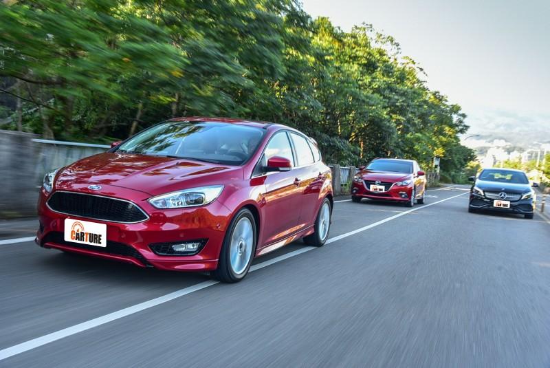 Focus EcoBoost 180五門汽油頂級運動型搭載著三者中排氣量最小的1.5升汽油引擎,具備三者中最為傑出的180hp/24.5kgm輸出表現,於經濟部能源局的歐規油耗測試數據中,也有著與對手差異不大的15.0km/L成績。