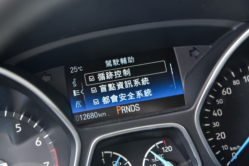 Focus EcoBoost 180五門汽油頂級運動型有著三者中最周全的主動安全配備規格。