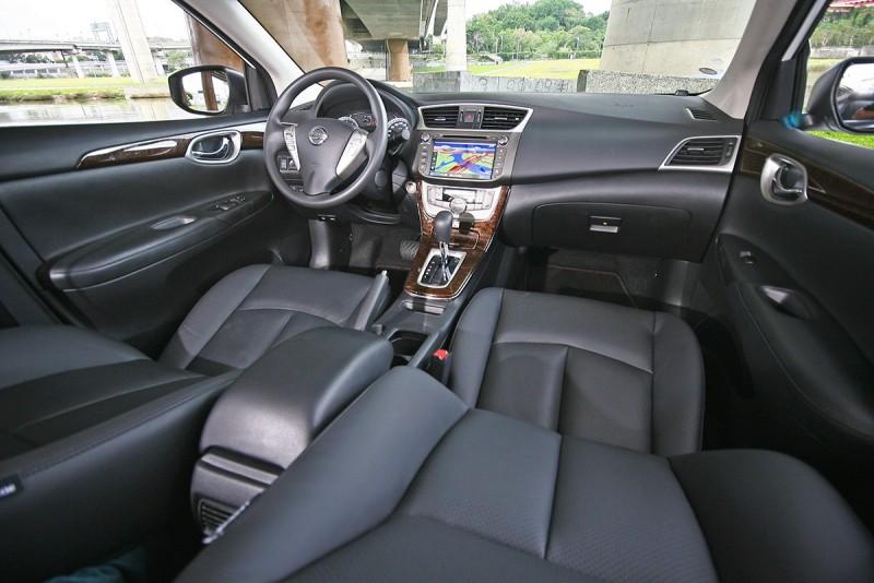 現下除了Nissan Sentra之外,沒有太多同級對手可以完美呈現出本格派的舒適房車設計思維了。