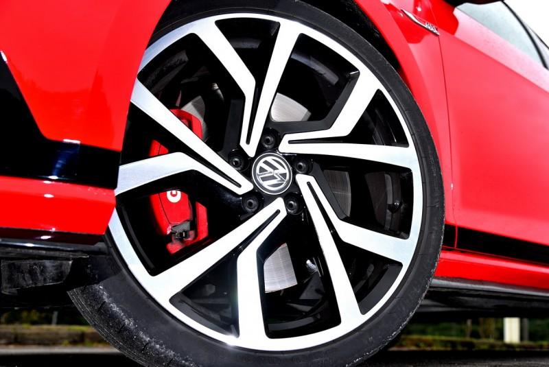 19吋胎圈組合與前寬後窄的輪距設定提供Clubsport極佳抓地力與敏捷轉向能力