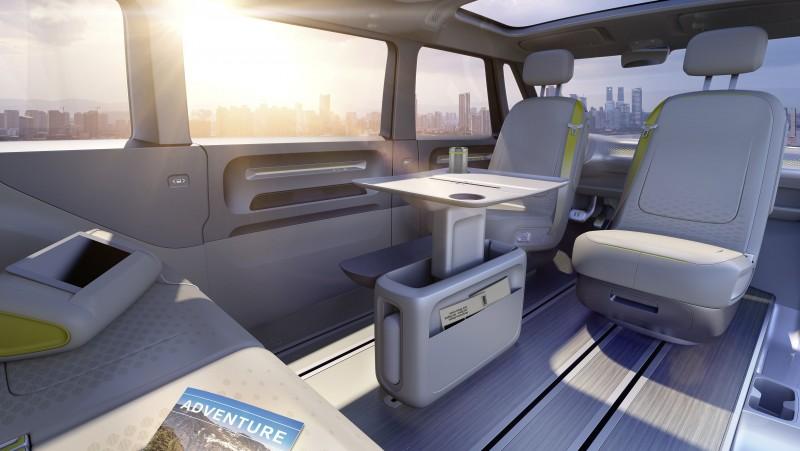 Volkswagen I.D. BUZZ概念車具備寬敞靈活的空間可供8人乘坐,進而打造純電動MPV車款之全新標準。