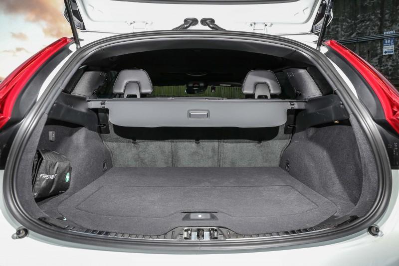 後廂置物容積同樣可藉由後座椅背的變換於430公升至1241公升間彈性調整。