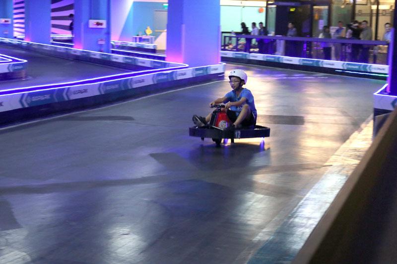 除了電能卡丁車,還有大人小孩都能完的甩尾卡丁車可玩,享受漂移甩尾的快感。