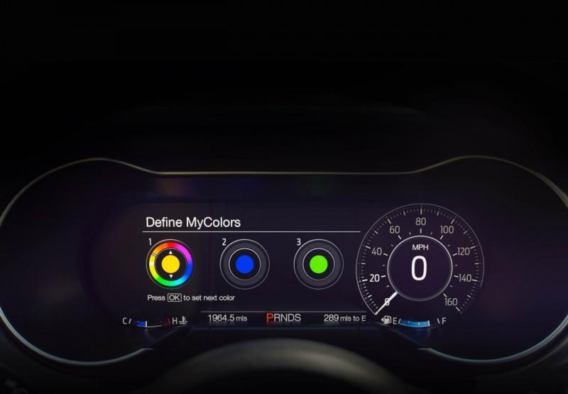小改款Mustang改以12吋液晶儀錶,提供車主選擇資訊介面的自由度。