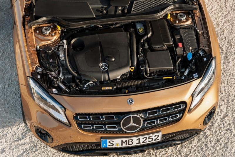 GLA 220 d 4MATIC 搭載2.2升柴油引擎,車頭可看出改款後多出六方格的水箱罩雙肋飛翼