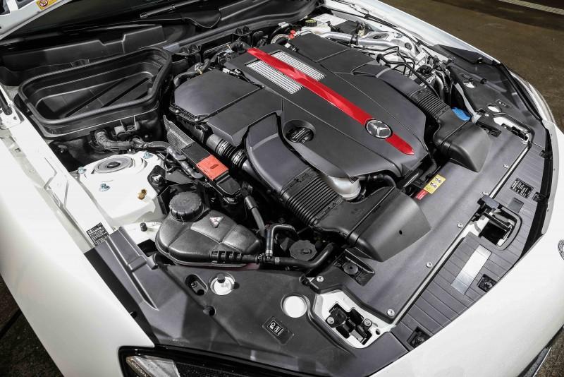 搭載3.0升雙渦輪增壓V6汽油引擎,具備367hp/520Nm輸出表現。