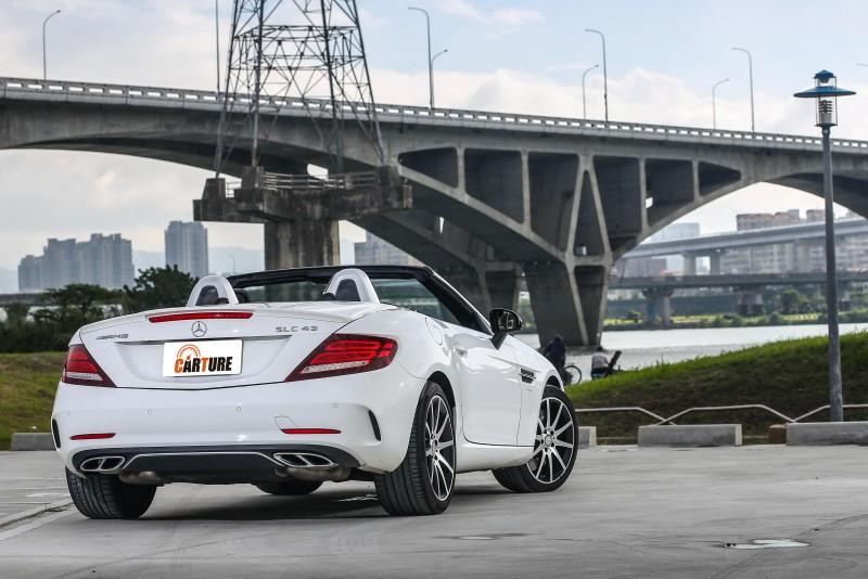 Mercedes-AMG SLC 43售價為新台幣376萬元。
