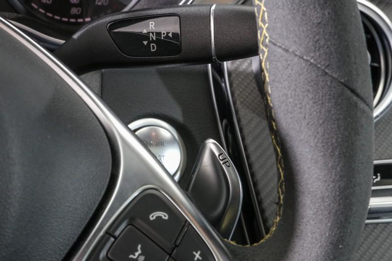 與過去AMG車款不同的是,C63 S Coupe排檔座仍採柱排式設計,而非設置於中央鞍座處。