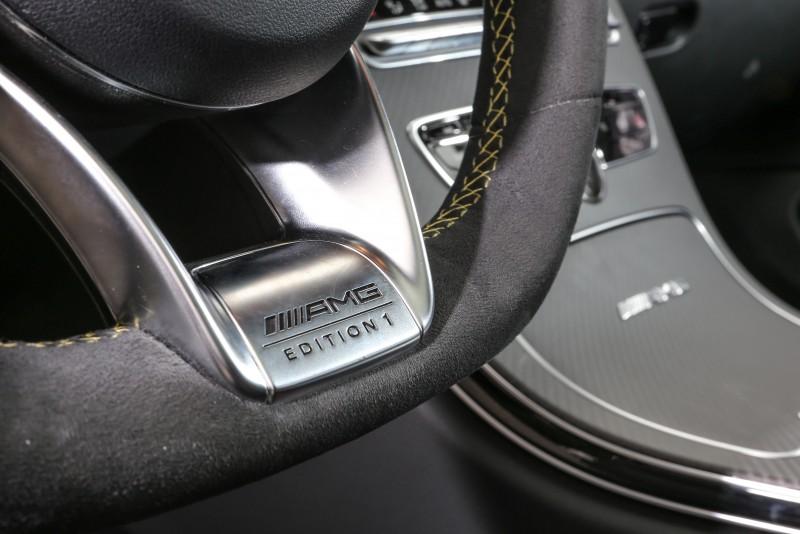 方向盤6點處寫上了套件名稱,彰顯專屬性。