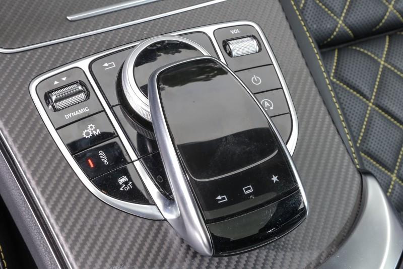 COMAND操作總成周圍還有駕駛模式與懸吊模式的設定介面。