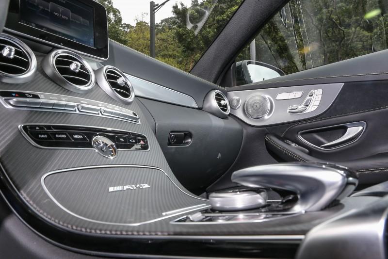 試駕車款還選配了Burmester環場音響系統。