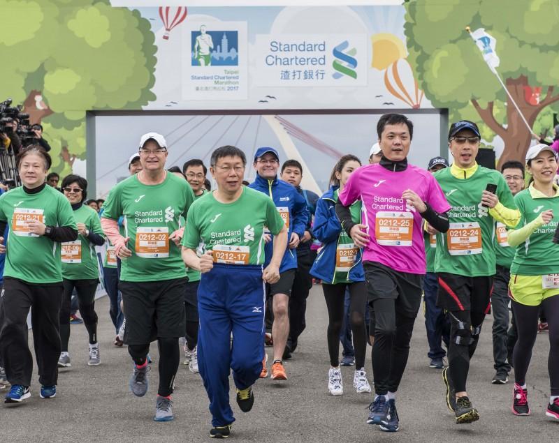 台灣奧迪福斯集團總裁Terence Johnsson與台北市長柯文哲一同參加領袖盃,一起以實際行動支持馬拉松運動。