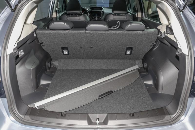 五門掀背車款後廂空間展示。