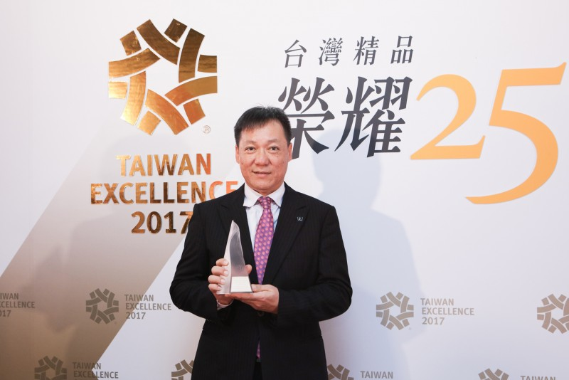 ▲Luxgen副總經理曹中庸特別親自出席第25屆「台灣精品獎」頒獎典禮活動,並期望未來更能帶給國人更優質的行車感動。
