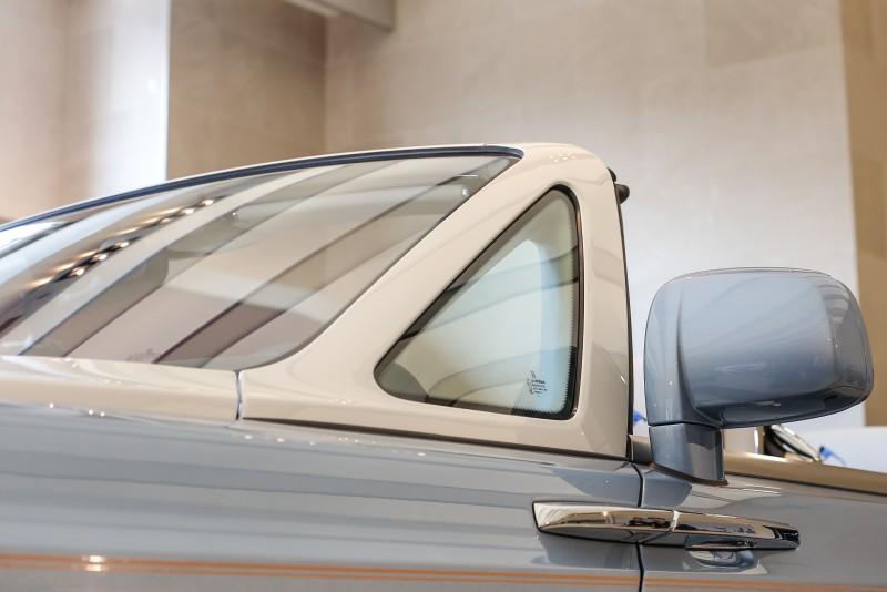 工匠花費四小時手工繪製的車身金色雙腰線更顯氣勢。