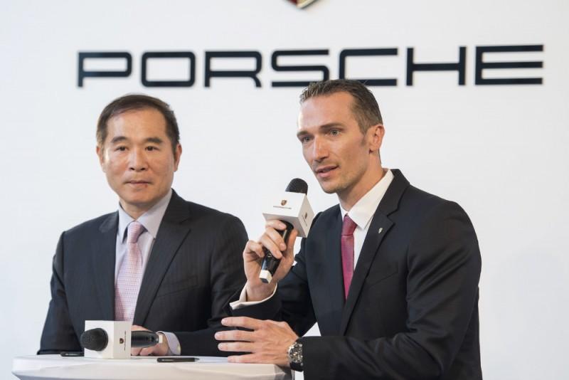 Porsche總代理永業李智龍總經理(左),新任Porsche Taiwan總裁Martin Limpert (右)。
