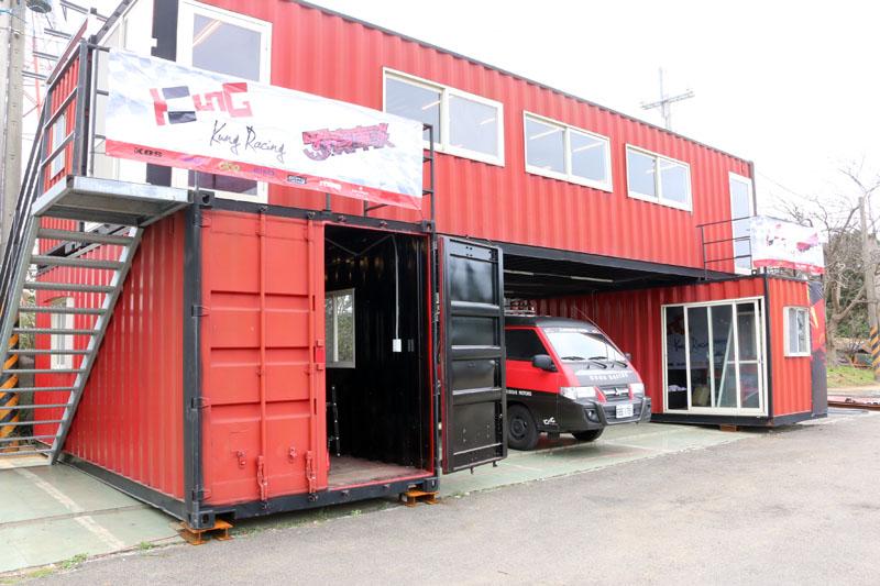 由知名運動主播龔懷主Robin組成的Kung Racing車隊,為培育更多台灣卡丁車賽車手,於龍潭極限賽車場成立賽車學院。