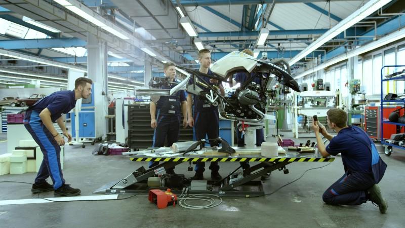 真實比例懸浮概念機車以BMW R1200GS Adventure越野機車改造而來