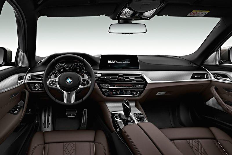 全新世代5 Series除了具備自動停車系統,也朝自動駕駛之路再度邁進。