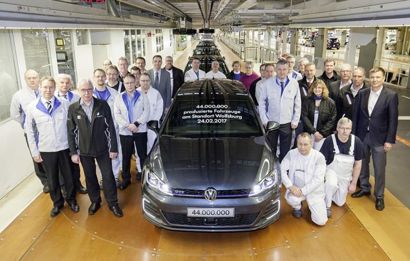 Volkswagen狼堡廠累計生產4,400萬輛各式車款,現入主Golf車款即享高期數零利率或超低頭款低利率貸款,以及「服務雙享」等多元專屬優購專案。