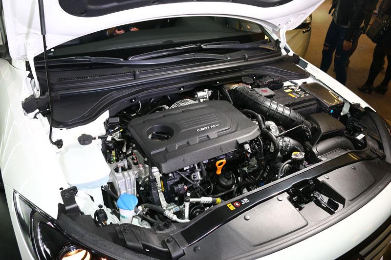 柴油車型搭載1.6升柴油渦輪增壓引擎,可創造22.9km/L之優異平均油耗成績。