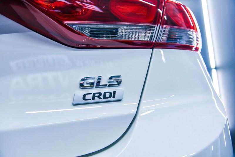 五車型中唯一柴油動力的尊貴款搭載1.6升柴油引擎,可輸出136ps/30.6kgm動力,特點是馬力比1.6汽油車型還大,峰值扭力更比2.0汽油車型多出11kgm,連平均油耗都比汽油車息好上許多