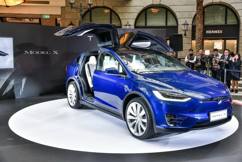 高車身加上大輪圈,Tesla Model X車型定位界於傳統MPV與SUV之間