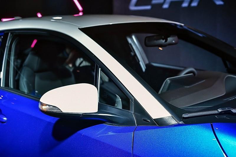 豪華版以上6車色都能選配白色或黑色車頂(含後視鏡外殼),但必須受訂才生產,這是Toyota首輛可選用車頂色的車款