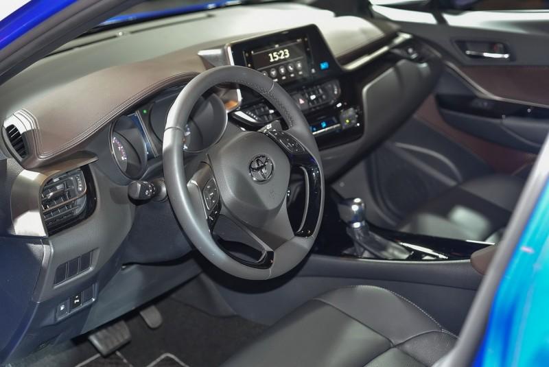 三幅方向盤、雙環儀表皆為運動化設計,觸控螢幕與雙區恆溫在全車系皆為標配