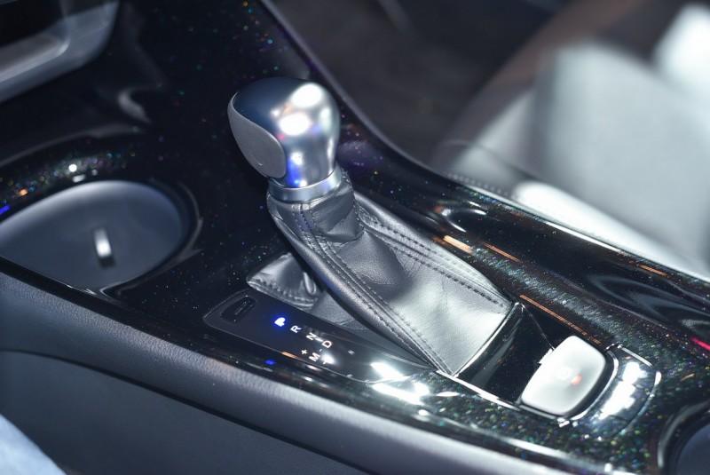 變速箱採用7速CVT,手煞車為電子式附有Auto Hold功能