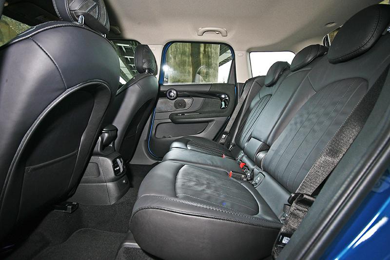 ▲可前後挪移達130mm的後座椅,搭配可調式椅背後乘坐舒適度倍增。