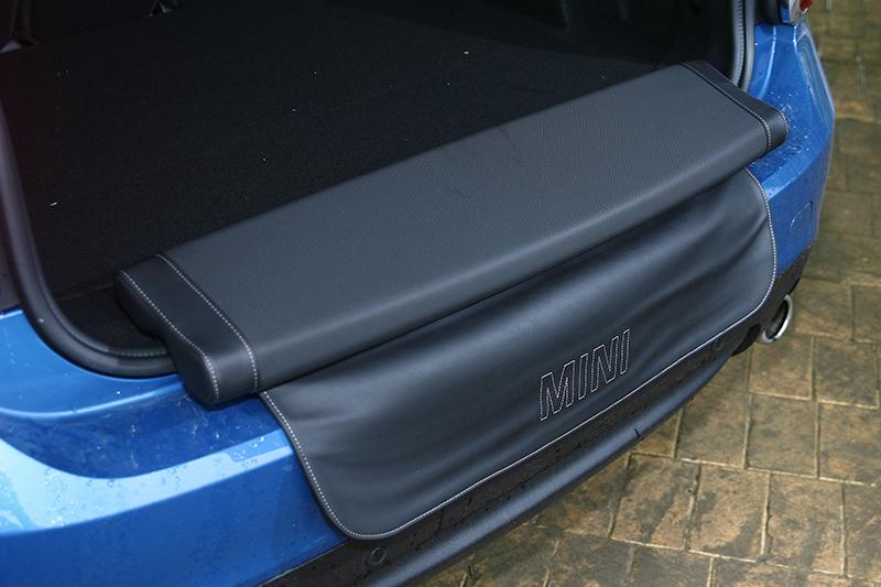 ▲可加價8000元選配的野餐坐墊相當別緻,平常可折至行李廂內。