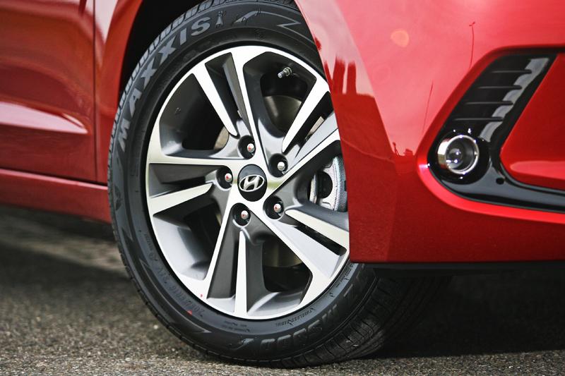 雖然僅配置了16吋胎圈組,但鋁圈動感的造型與整體車輛造型十分合搭,而且這樣的配置反而可以兼具舒適性,別忘了它是輛家庭房車,何需配置可能會帶來更多彈跳的大尺碼胎圈組。