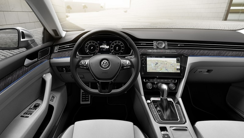 車內座艙設計與現行Passat相似