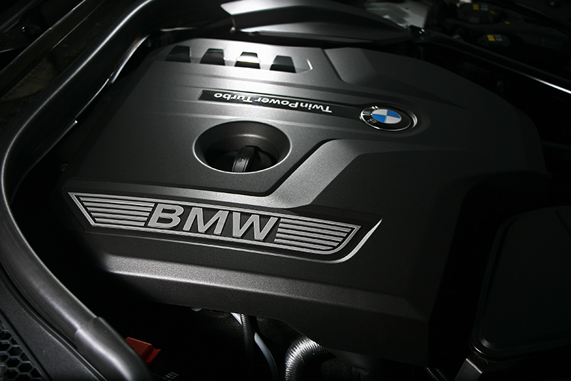 530i的動力系統是大家非常熟悉的2.0升直列四缸渦輪增壓汽油引擎。
