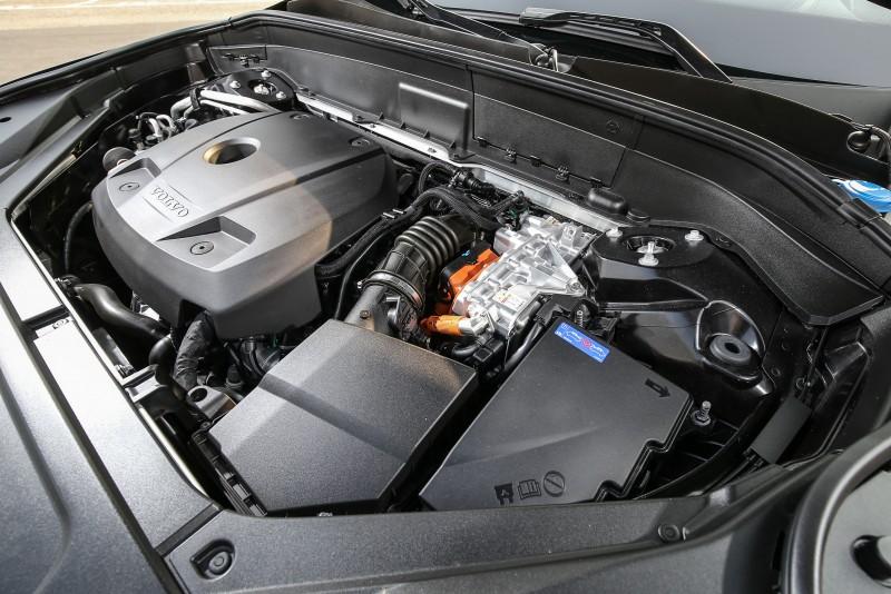 搭載2.0升機械/渦輪增壓引擎,搭配電力驅動系統,綜效馬力高達407匹。