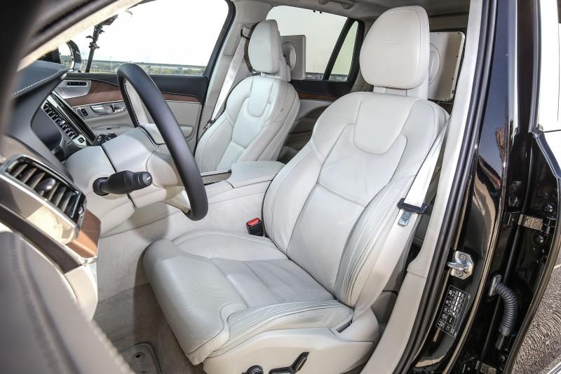 延續Volvo一貫傳統,座椅有著極佳的人體工學考量,舒適性與包覆性皆屬一流。