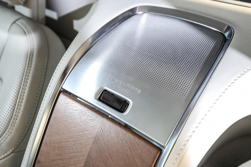 Bowers & Wilkins音響於後座中央的揚聲器設計。