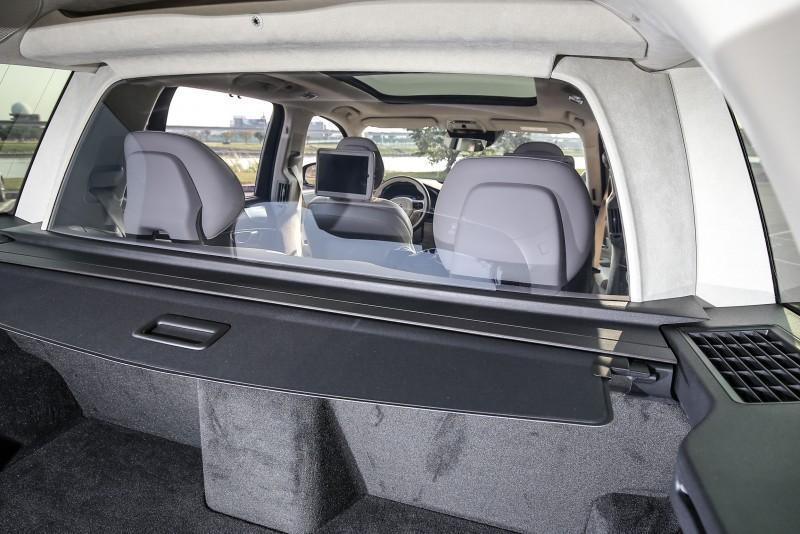 位於後座與後廂間的隔屏提升座艙寧靜度。