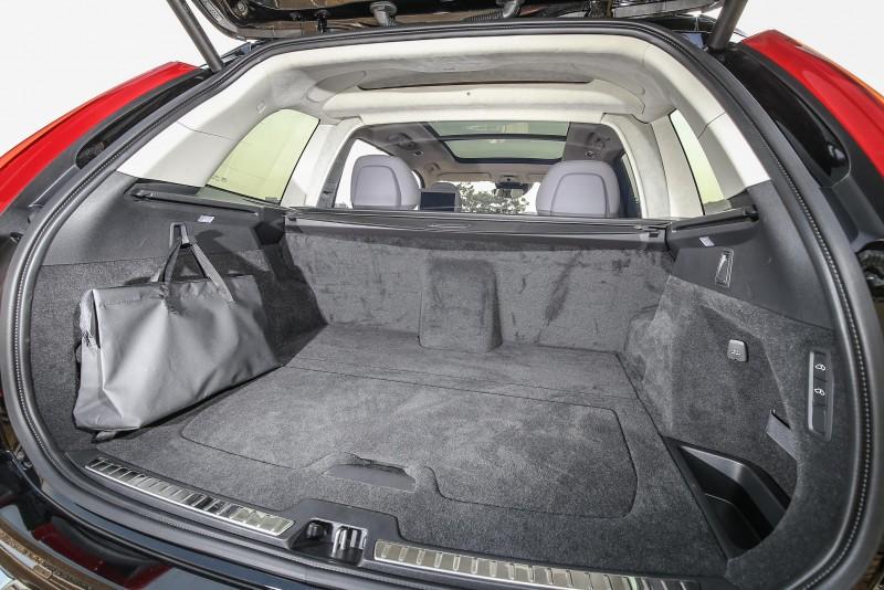 少了第三排乘坐空間,後座置物容積可於431~726公升間彈性變換。