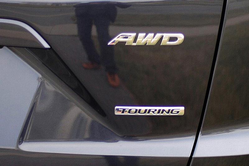 Touring外加AWD,這已是美規CR-V中的頂天版本!