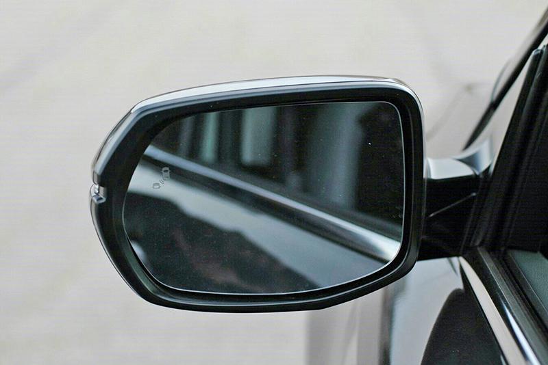 包括盲點偵測警示功能在內,Honda Sensing safety安全輔助系統是全新CR-V上頭的好料。